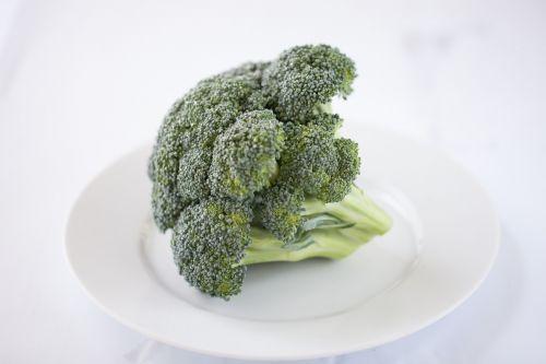 Brokoliai,daržovės,salotos,žalias,sveikata,maistas,vegetariškas,veganinis maistas,žalias maistas,plokštė,vitaminai,mityba