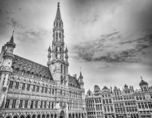 Briuselis,Briuselio miesto rotušė,grote markt,Briuselio centras,kvadratas,Pagrindinė aikštė,kvadratiniai brusseliai,juoda ir balta nuotrauka,miestas,istorinis miestas,istorinė aikštė,panorama,miesto panorama,centras,didžioji vieta,juoda ir balta,architektūra,fasadas,pasukti