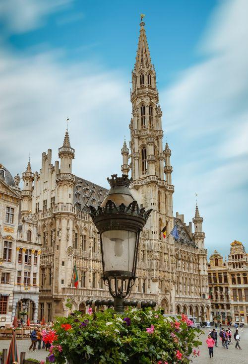 Briuselis,kvadratas,grote markt,brussels grote markt,architektūra,Brussels belgium,Pagrindinė aikštė,Belgija,kvadratiniai brusseliai,istorinis miestas,Briuselio centras,miesto centras,kvadratas,istorinė aikštė,centras,didžioji vieta,Briuselio miesto rotušė,gėlės,garnyras,ilga ekspozicija,dangus