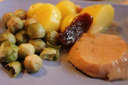 Briuselio kopūstai,bulvės,Turkija,petražolės bulvės,druskos bulvės,sviesto bulvės,mėsa