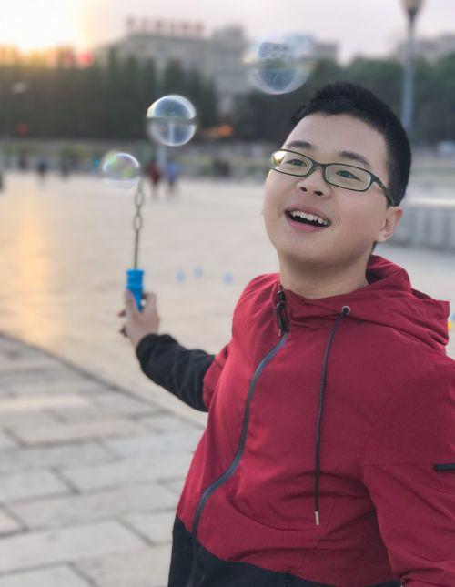burbulas,kvadratas,charakteris