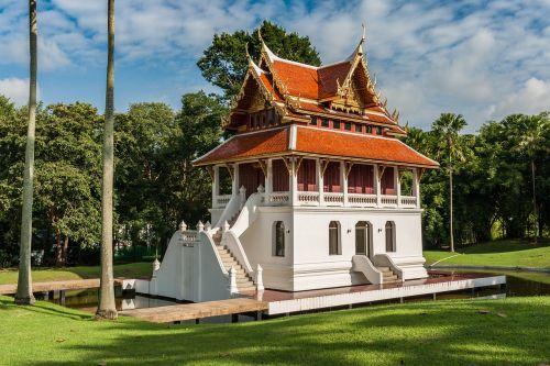 budistinis šventyklos kompleksas,Tailandas,buda,budizmas,žvilgsnis,malda,koncentracija,apšvietimas,Zen Buddha,asketija,budos laipsnis,Budos figūra,Figūra Buddha,Tailandas,asija,būti,zen figūra,Japonija,šiva,Indija,ganesha,lotosas,sveikata,SPA,meditacija,medituoti,auksinė buda,Budistų šventykla Tailandas,šventykla,dvasinis,pagoda,Feng Shui,religija,zen,tikėk,budistinis,vienuolynas,šventykla,aukos,vienuolis wohnort,garbinimas