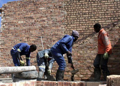 statybininkai,darbuotojai,statyba,renovacija