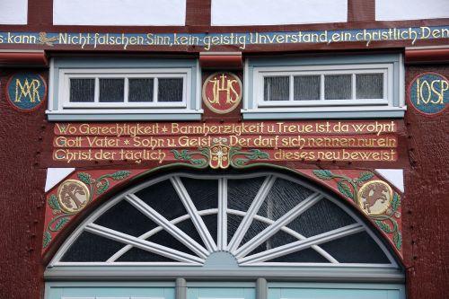 pastatas,namai,santūra,specialistas,fachwerkhaus,langas,gerai prižiūrimi,auksas,šrifto,sakydamas,užrašas,namo užrašas,aukso šriftas,raidės
