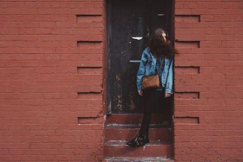 pastatas,lauke,lauke,žmonės,moteris,mergaitė,mada,džinsas,durys