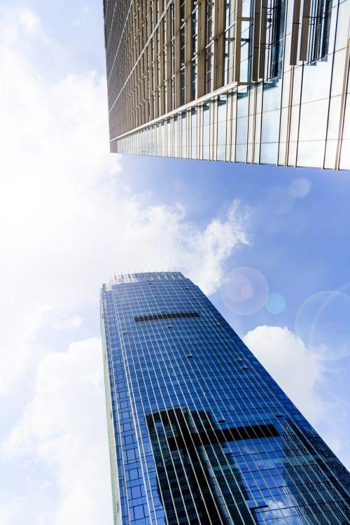 pastatas,aukštas pastatas,dangus,dangoraižis,architektūra,aukštas,miestas,miesto,bokštas,statyba,biuras,mėlynas,eksterjeras,centro,finansinis,įmonės,gatvė,turtas,atspindys,struktūra,miesto panorama,aukštas,rajonas