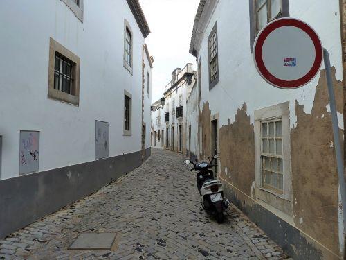 pastatai,gatvė,rožė,siauras gatvė,automobilių stovėjimo aikštelė,variklis,tylus,Senamiestis,žemės tonuotas