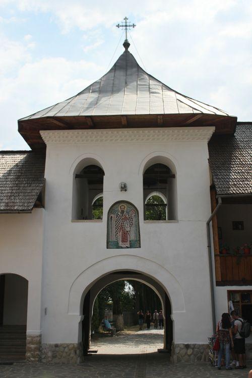 pastatai,bažnyčia,gorj,vienuolynas,polovragi,religija,romanija,rumunų kalba,tikėjimas ir religija