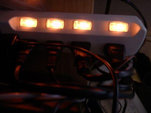 kabeliai, kabelis, šviesa, kompiuteris, galia, juostos, jungikliai, mygtukai, oranžinė, raudona, elektronika, elektrinis, kabeliai ir žibintai