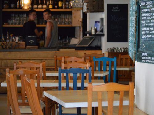 kavinė, kėdės, stalai, barista, kava, baras, tuščia, rengia, darbo, jaunas