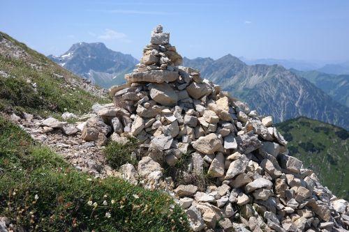kiauliena,dideli nykščiai,Breitenbergas,akmuo,Allgäu,Allgäu Alpės