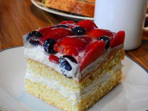 tortas,valgyti,pietauti,maistas,maitinti,mityba,kepti,saldus maistas,braškės,saldus,desertas,pyragaičiai,saldus patiekalas,saldainiai,cukrus