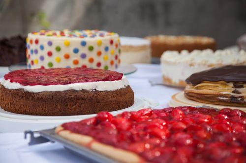 tortas,tortas su bufetu,pyragas,desertas,bufetas,träuble tortas,serbentų pyragas,Braškių pyragas,bananų pyragas,ananasų pyragas,slyvų pyragas