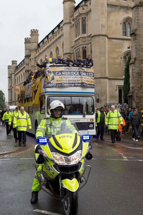 Cambridge united football club,miesto paradas,Cambridge,Cambridgeshire,policija,motociklininkas