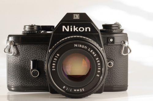 fotoaparatas,analogas,nikon,senas,filmas,vintage,hipster,studija,balta,fonas,nostalgija,nuotrauka,senoji kamera,fotografija,fotoaparatas,retro,nuotrauka,objektyvas,Uždaryti,analoginė kamera