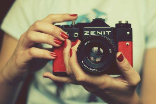 fotoaparatas,zenitas,raudona,objektyvas,retro kamera,istorinė kamera,senoji kamera,nuotrauka,fotografinė įranga,foto,fotografijos,Nufotografuok,analoginė kamera