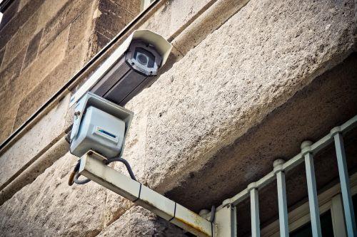 fotoaparatas,stebėjimas,vaizdo stebėjimas,saugumas,stebėjimo kamera,valstybės saugumas,kontrolė,žiūrėti,filmas,apsauga,įrašymas,video,Vaizdo kamera,įrašyti,objektyvas,stebėjimas,pabėgėliai,monitoriai,technologija,fasadas,skaitmeninis,biurų pastatas