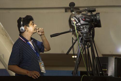 operatorius,video vyras,vaizdo šaudymas,žiniasklaida,šaudyti,fotoaparatas,video,gamyba,transliuoti,komunikacija,profesionalus,įranga,reportažas,Šaudymas,filmas,3ccd,skaitmeninis,įrašyti,transliavimas