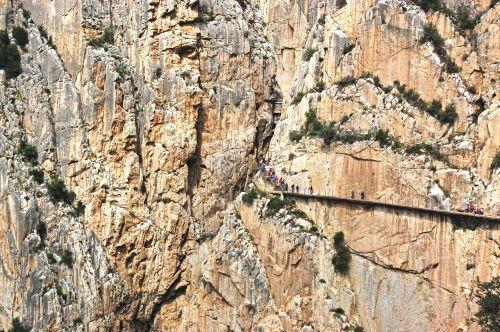 Caminito del Rey,turizmas,Malaga,ekskursija,aktyvus turizmas,vartai,turistai,tiltas,turizmo produktas,žygiai,akmenys,aukštis,nuotykis