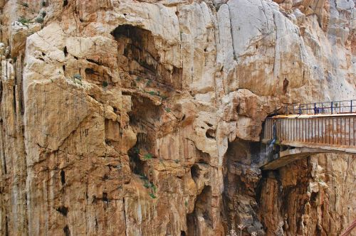 Caminito del Rey,Malaga,nuotykis,aktyvus turizmas,turizmas,vartai,Andalūzija,kalnas,ekskursija,gamta,siena,turizmo produktas,tiltas,aukštis