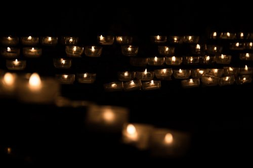 žvakė,žvakių šviesa,tealight,bažnyčia,bažnyčios Paslaugos,apšvietimas,apšviesti,šviesus,šviesa,žibintai,Ugnis,meilė,peticija,melstis,malda,malda,religiniai įsitikinimai,religija,apdaila,krikščionis,poilsis,taika,žėrintis,laidotuves,Kalėdos,paminklas,minėjimas,paslauga,tamsi,šventė,tylus,apšviesti,apšviestas,apšviesti