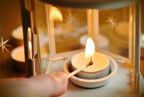 žvakė,tealight,rungtynės,šviesa žvakė,žvakių šviesa,šviesa,deginti,atmosfera,Kalėdų laikas,liepsna,žibintas