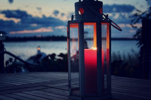 žvakių šviesa,žvakė,žibintas,miglotas,jūra,debesys,vakaras,liepsna,stiklas,žvakių šviesa,šviesa,idiliškas,raudona