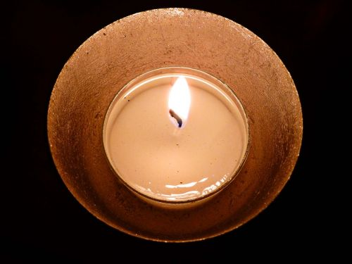 žvakių šviesa,tealight,šviesa,liepsna,romantiškas,nuotaika,tamsa,deginti,atmosfera,vėjo šviesa,apšvietimas,jaukus,apdaila,šiluma,naktį,auksinis