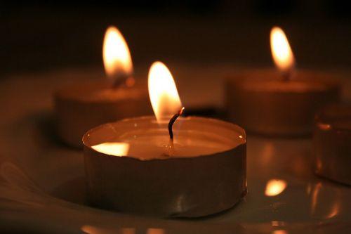 žvakės,šviesa,niūrus,ilgesys