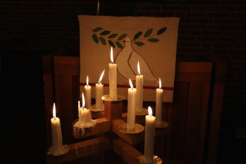 žvakės,šviesa,nudegimai,žvakių vaškas,tamsa