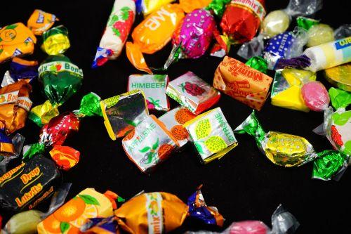 saldainiai,rankomis pagaminti saldainiai,gydyti,konditerijos gaminiai,čiulpti saldainiai,spalvinga,spalva,kramtyti saldainiai,sumaišyti,sumaišytas