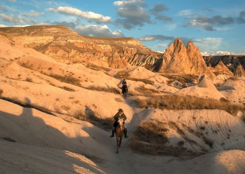 cappadocia,Gorema,Reiter,Turkija,tufa,kraštovaizdis,erozija,Rokas,fėjų dūmtraukiai,uolienos formacijos,tufos formacijos,gamta,slėnis,fėjų bokštai,akmeniniai bokštai,tuftų uolienų susidarymas,vulkaninės uolienos,kelionė,Göreme atviru dangumi muziejus,tuff rock,arklys,Unesco,tuff rock göreme,turistai,žmogus