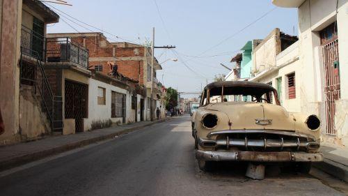 rusvas automobilis,skaldomas automobilis,apleistas automobilis,automobilis,amžius,senas amerikietiškas automobilis,Kuba