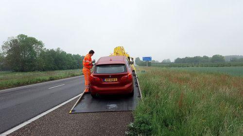 automobilis,automobilio sugadinimas,nesėkmė,kelias,evakuacija