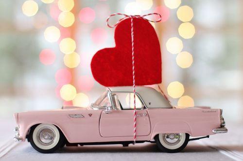 automobilis,automatinis,Valentino diena,širdis,griaustinis paukštis,vintage,senovinis automobilis,automobilis,transporto priemonė,romantiškas,Būk mano,vasario 14 d .,rožinis,raudona,Senovinis,linksma,šventė