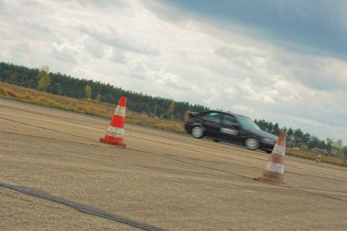 automobilis,greitis,lenktynės,vairuoti,transporto priemonė,automatinis,kelias,vairavimas automobiliu,greitai,automobilis kelyje,eismas,variklis,Lenktyninis automobilis,lenktyninis automobilis,lenktynės,vairavimo automobilis,greitas automobilis,transportas,automobilis,gabenimas
