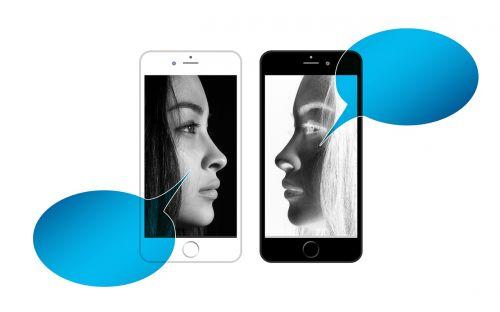 automobilio komunikacija,kalbėti,savarankiškai kalbėti,vidinis dialogas,komunikacija,veidai,moteris,kontaktas,dialogas,išmanusis telefonas,Mobilusis telefonas,palyginus su,veidrodis,veidrodinis vaizdas,psichologija,balsas,interjeras,procesas,vidinis bendravimas,i,vienetas