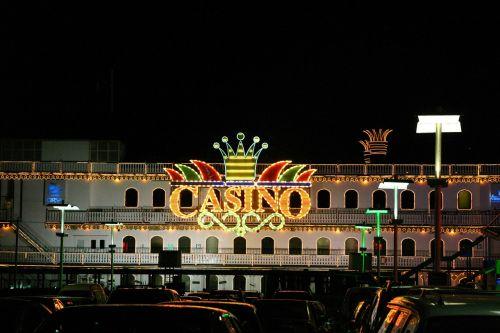 kazino,žaidimas,žaisti,argentina,Buenos Airės,uostas,puerto madero,lizdas,pokeris,ruletė,valtis,juodos dėžutės,laivo princesė,žibintai,neonas,neoninės šviesos,šviesos poveikis,apšvietimas,šviesa,neoninis ženklas