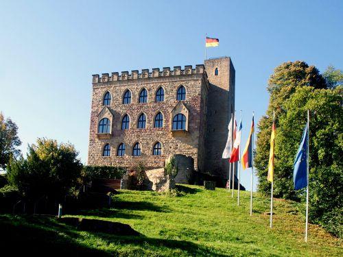 pilis,hambach,istorija,Pajamos,Vokietija,vėliavos,medžiai,Viduramžiai,pieva,tvirtovė,lankytojai