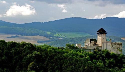 pilis,priroda,gamta,slovakija,dangus,istorija,architektūra,užraktas,debesys,vasara,Viduramžiai,paslaugos,medžiai,paslaptingas,trvel,trencin