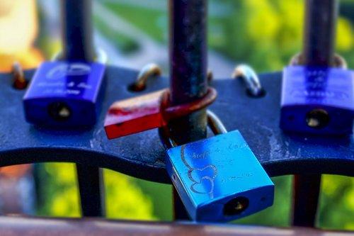 pilys, Pažintys spynos, spalvinga, meilė, Spynos, myliu pilį, meilės simbolis, Pakabinamosios, romantiškas, tiltas, širdies, turėklų, Draugystė, simbolizmas, mėlynas