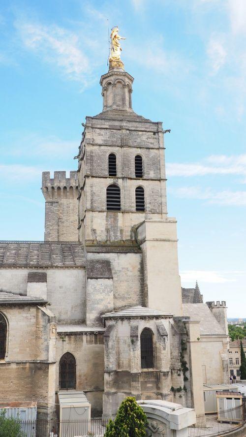 avinjono katedra,Avignon,katedra notre-dame-des-doms,katedra,romėnų katalikų katedra,romėnų katalikų arkivyskupija,romėnų katalikų arkivyskupija avignon,jaunosios mari statula,statula,Mergelė Marija,auksinis,auksinė statula,france,pastatas,architektūra,lankytinos vietos,turistų atrakcijos,įvedimas,į pietus nuo Prancūzijos,orientyras,cathédrale notre-dame of cathedral