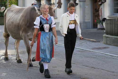 galvijų paroda,appenzell,kaimas,Sennen,kostiumas,mergaičių kostiumas,berniukas kostiumas,karvės,bruchtum,tradicija,appenzeller,sinis,muitinės,šventinė diena,Šveicarija