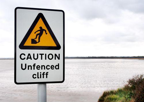 atsargiai,neapsaugotas,uolos,pavojus,pavojus,pavojus,rizika,pavojingas,kraštas,saugumas,ženklas,įspėjimas,kritimas,saugotis,kranto,pakrantė,nestabilus,pastebėti,neapsaugotas,debesys,problema,jūra,pakrantės,erozija