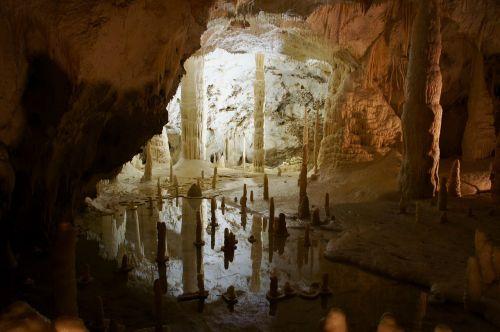 urvas,frasassi,stalaktito urvas,stalaktitas,stalaktitai,grote,urvo tyrinėjimas,mįslingas,gamta,italy,pasakos
