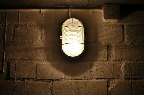 rūsio lempa,mūra,keller,niūrus,skliautais rūsys