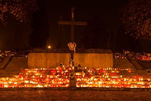 kapinės,žvakės,naktis,tamsi,miręs,kapas,paminklas,miręs