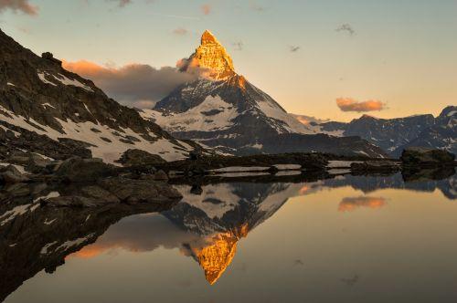 cervin,zermatt,swiss,gamta,kelionė,lauke,Europa,europos,Alpino,Alpės,žiema,aukštas,kalnas,grožis,namelis,kraštovaizdis,peizažai,Šveicarija,turizmas,turizmas,turizmas,nevado,sniegas,saulėtekis,sol,saulėlydis,dusk dawn,aušra,dangus,lik