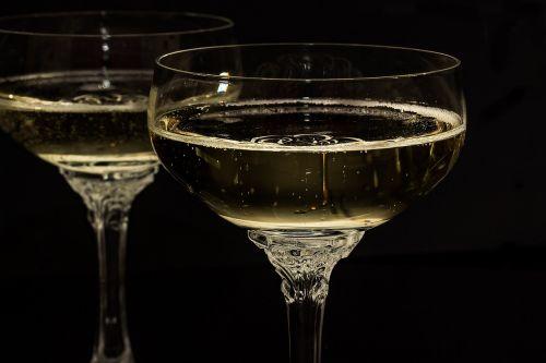 šampano akiniai,šampanas,akiniai,gerti,alkoholis,putojantis vynas,Naujųjų metų vakaras,putojantis,mielas,Vestuvės,Naujieji metai,gimtadienis,Naujųjų metų diena