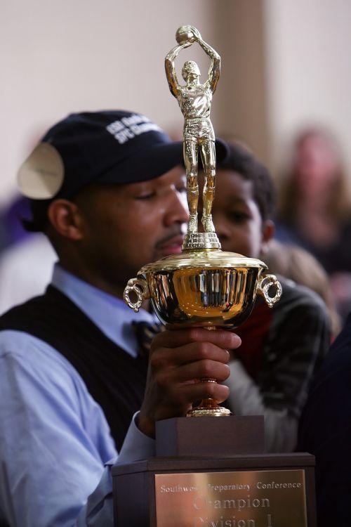 čempionai,trofėjus,pasiekimas,apdovanojimas,auksas,auksinis,premija,čempionatas,metalinis,sėkmė,pasiekimas,triumfas,taurė,blizgantis,Sportas,pergalė,nugalėtojas,geriausia,laimėti,Pirmas,pagarba,išskirtinis,sportas,krepšinis,treneris,vidurinė mokykla